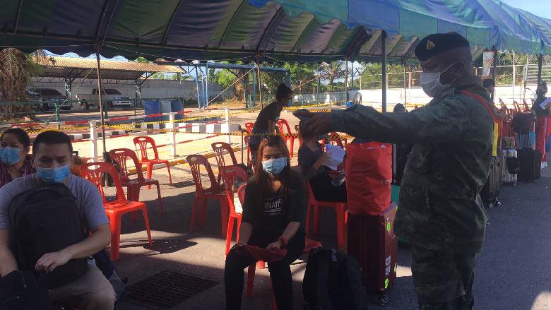 ด่านปาดังเบซาร์คัดกรองเข้มงวดหนักหลังพบคนไทยกลับมาจากมาเลเซียติดเชื้อ