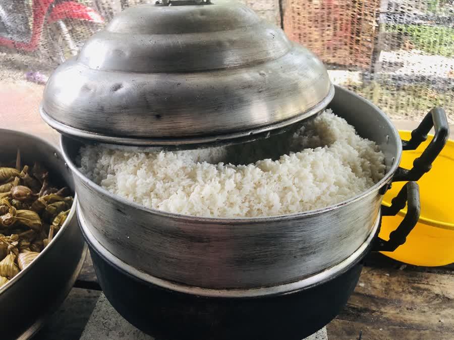 ตูปะ(ข้าวเหนียวต้มใบกะพ้อ)ขนมเทศกาลสร้างรายได้ให้พี่น้องมุสลิม