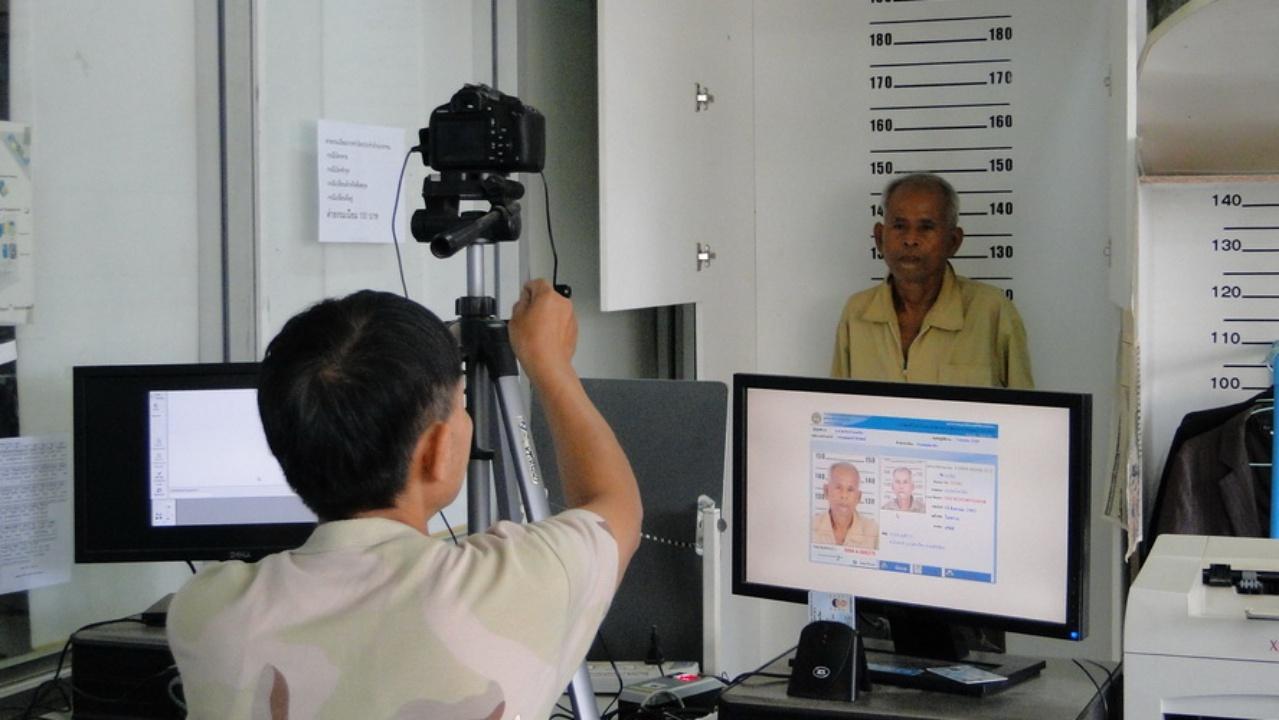สำนักทะเบียนอำเภอเมืองสงขลา ได้เปิดให้บริการงานบัตรประจำตัวประชาชน ณ ห้างโลตัสสงขลา