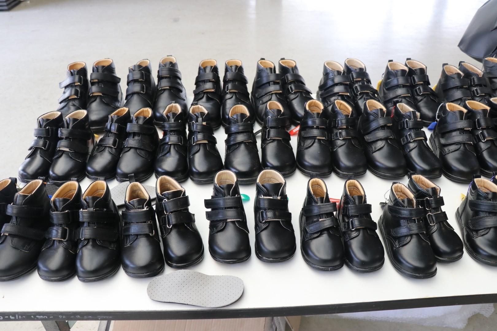 โรงเท้าสั่งตัดสำหรับน้องๆ ผู้พิการ