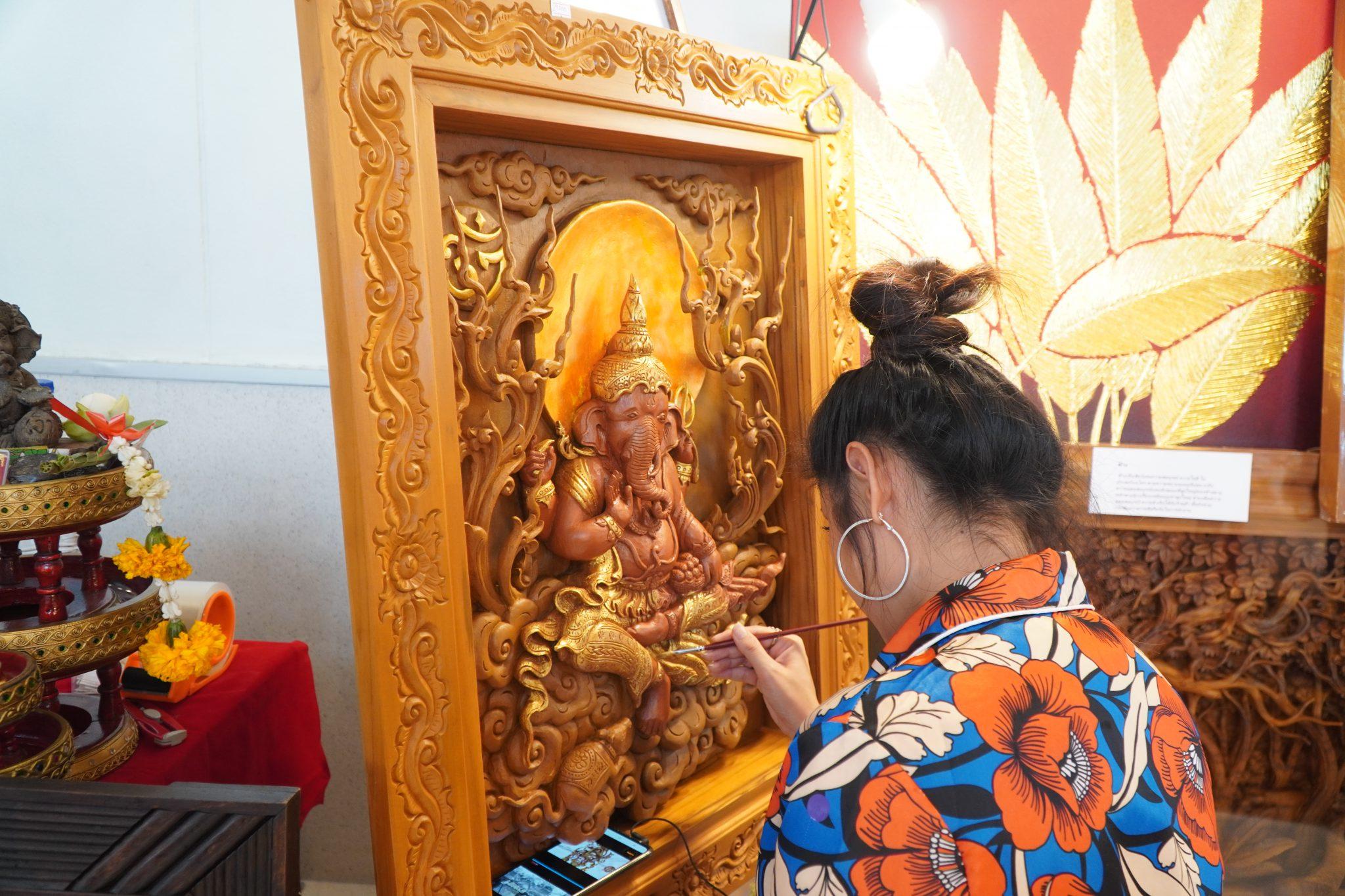 ภายในงานยังมีงานศิลปะระดับOTOP 5 ดาว ที่สร้างชื่อเสียงให้กับประเทศไทยให้ได้ซื้อและรับชม