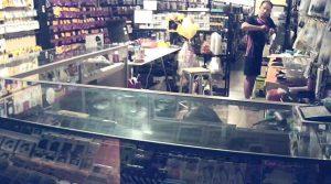 ร่วมด้วยช่วยกันตามหาผู้ต้องสงสัยลักทรัพย์ร้านคลังเทเลคอม หน้า วค. สงขลา