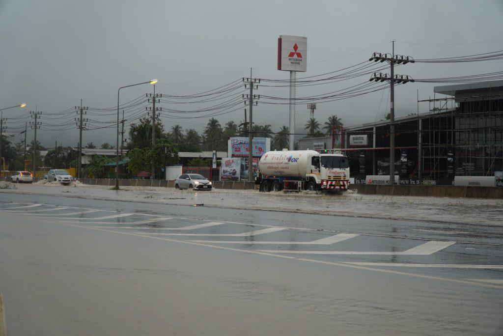 หลายพื้นที่ในจังหวัดสงขลาน้ำท่วม สถานการณ์น่าเป็นห่วงเนื่องจากฝนยังคงตกอย่างต่อเนื่อง