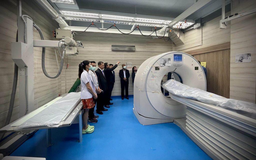ศอ.บต.มอบเครื่องเอกซเรย์คอมพิวเตอร์ (CT SCAN) เพิ่มความแม่นยำการหาสาเหตุการเสียชีวิตให้โรงพยาบาล มอ.หาดใหญ่
