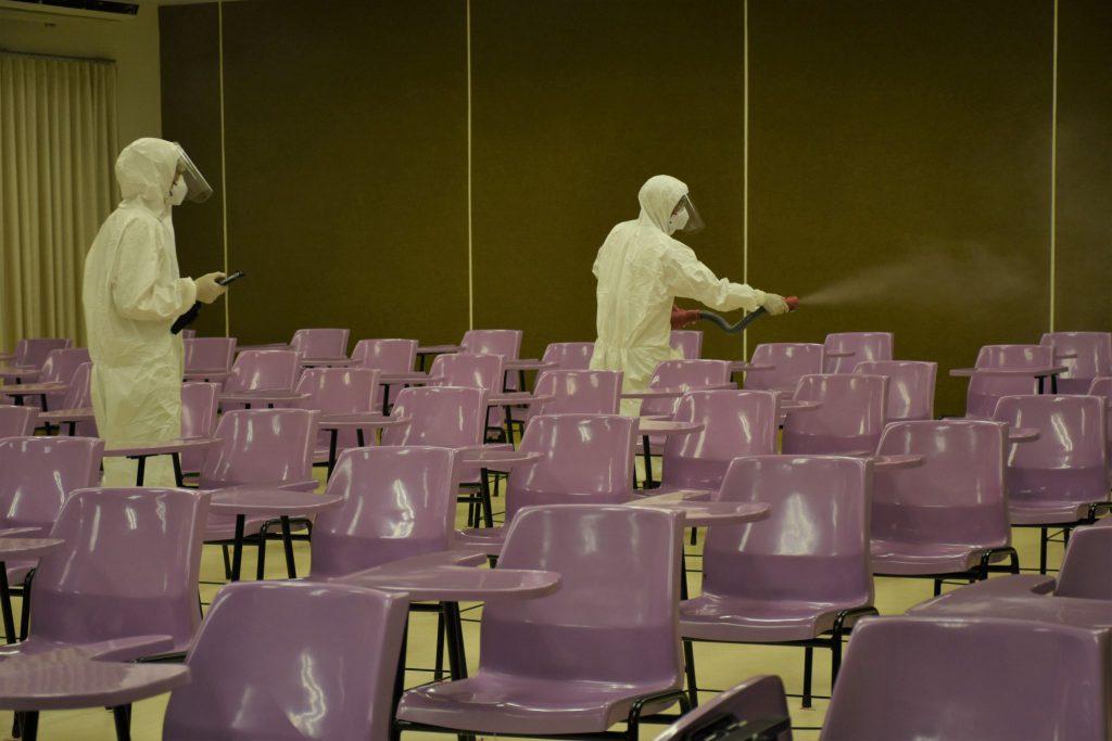 ม.สงขลานครินทร์ สร้างความมั่นใจฉีดพ่นน้ำยาฆ่าเชื้อโรคพื้นที่ภายในมหาวิทยาลัย หลังพบบุคลากรติดเชื้อโควิด-19