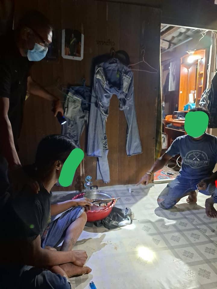 เจ้าหน้าที่ตำรวจสภ.ระโนด จับกุมผู้ต้องหา 2 ราย มียาเสพติดในครอบครอง