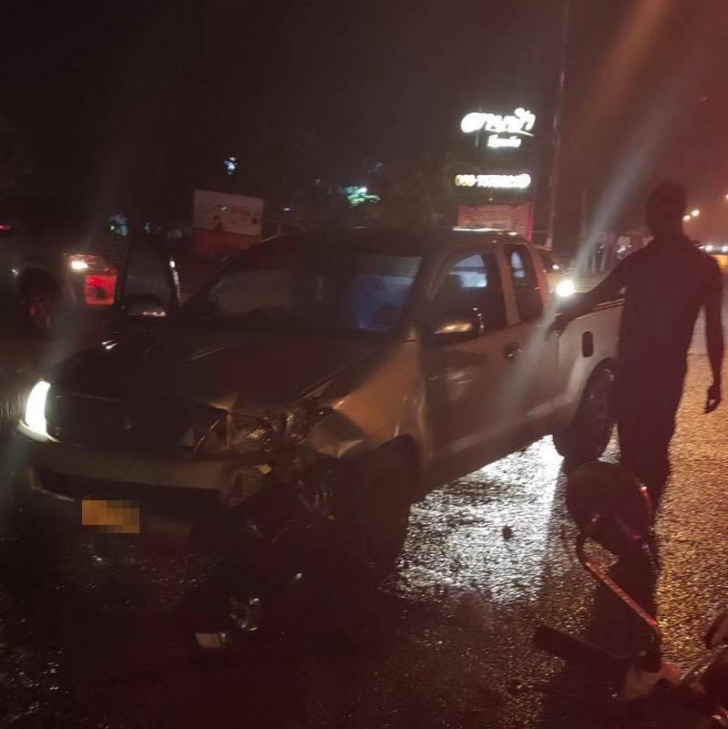 เจ็บ 1 ราย ! รถกระบะชนรถจยย. บนถนนลพบุรีราเมศวร์ จนท.เร่งนำผู้เจ็บส่งรพ.สงขลา