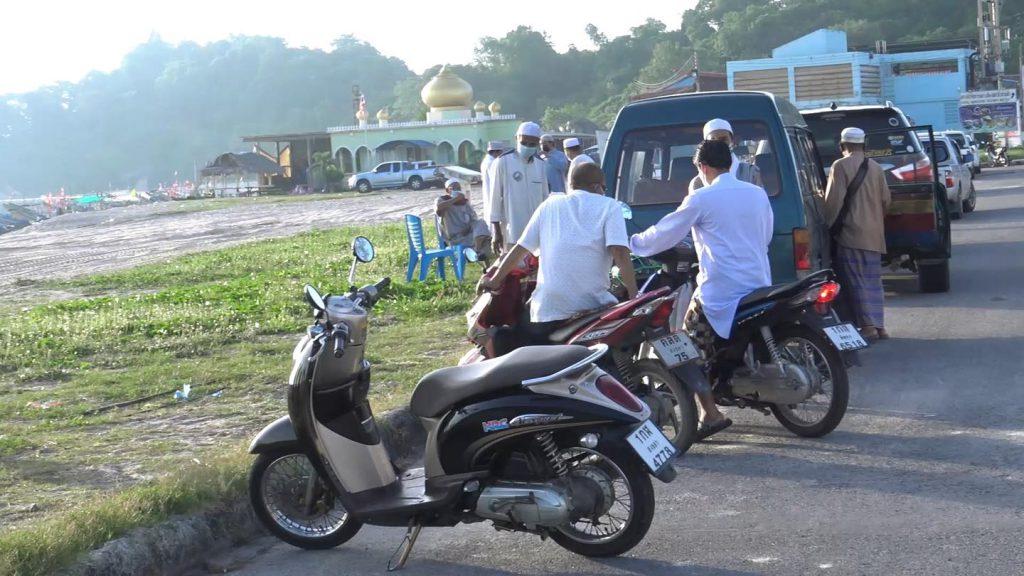 ชาวไทยมุสลิมในชุมชนเก้าเส้ง